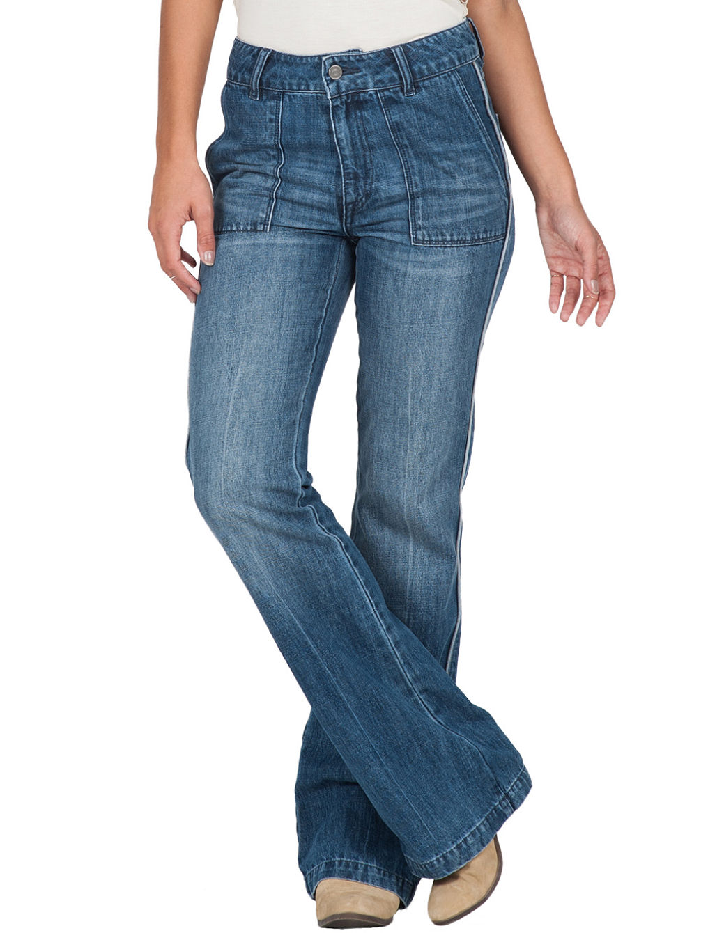 Find a great selection of flare and wide leg jeans for women at housraeg.gq Shop by rise, wash, waist size, color and more. Free shipping & returns.